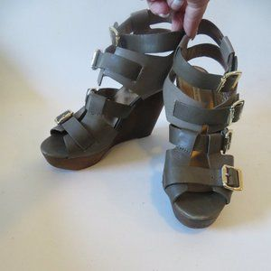 CYNTHIA VINCENT GRAY LEATHER WEDGE SANDALS 8*